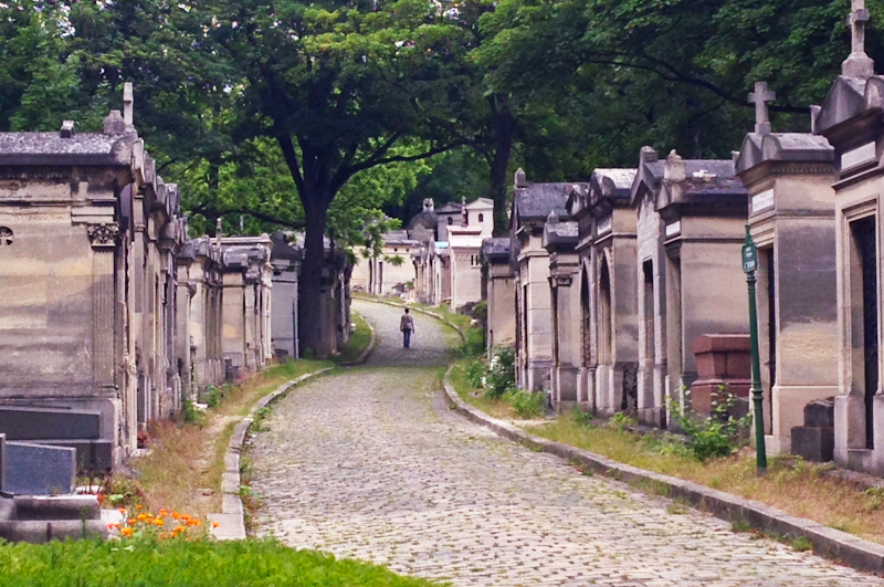 Me, My Heart, and I :: Paying homage at Père Lachaise Cemetery